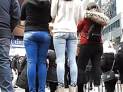 beautiful girls pocketless jeans bum 2
